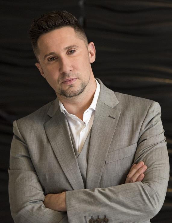Алекс Бражник — бизнес-тренер, консультант, фасилитатор, немного путешественник и исследователь счастья